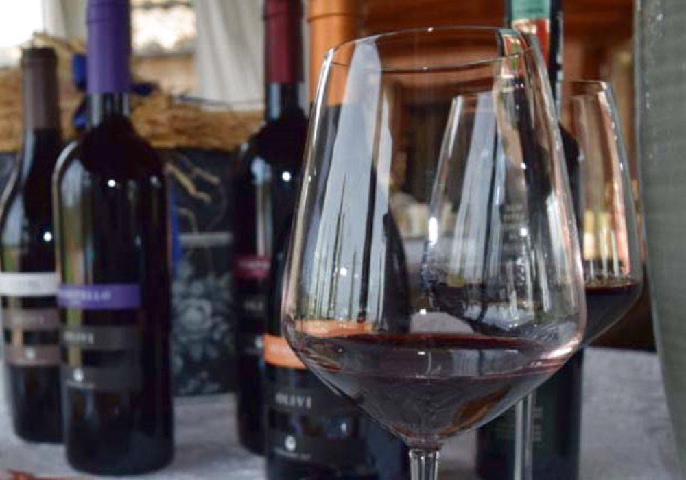 PERCHÉ IL VINO CAMBIA COLORE CON L'ETÀ Come cambia il colore del vino rosso