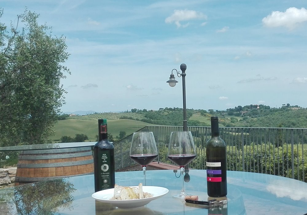 WEEK END IN TOSCANA IN CANTINA Per il brindisi Arcobaleno d'Estate scegli Le Buche