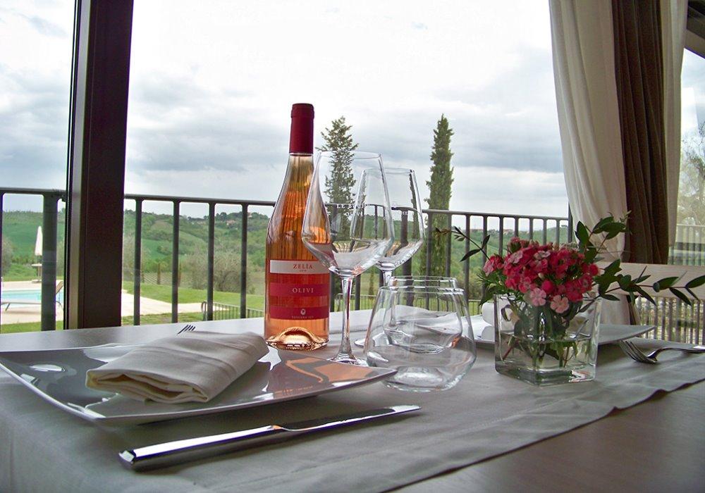 ZELÌA LE BUCHE Il rosato toscano per il tuo aperitivo